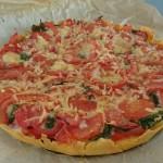 hartige-taart-met-tomaten-en-basilicum