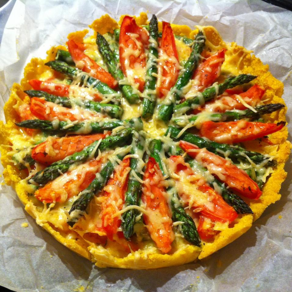 hartige-taart-met-tomaat-en-groene-asperges