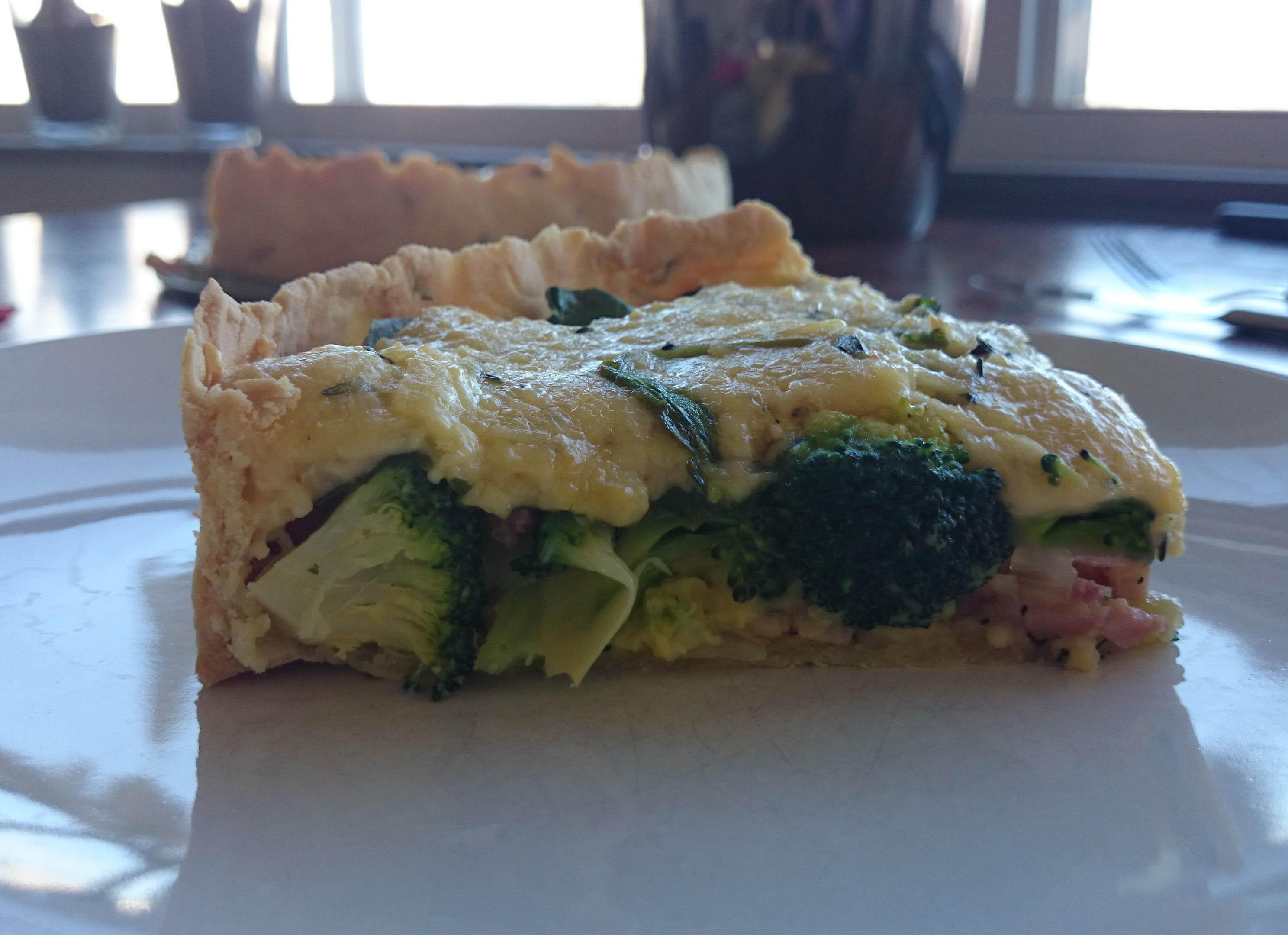 Hartige taart met broccoli en spekjes