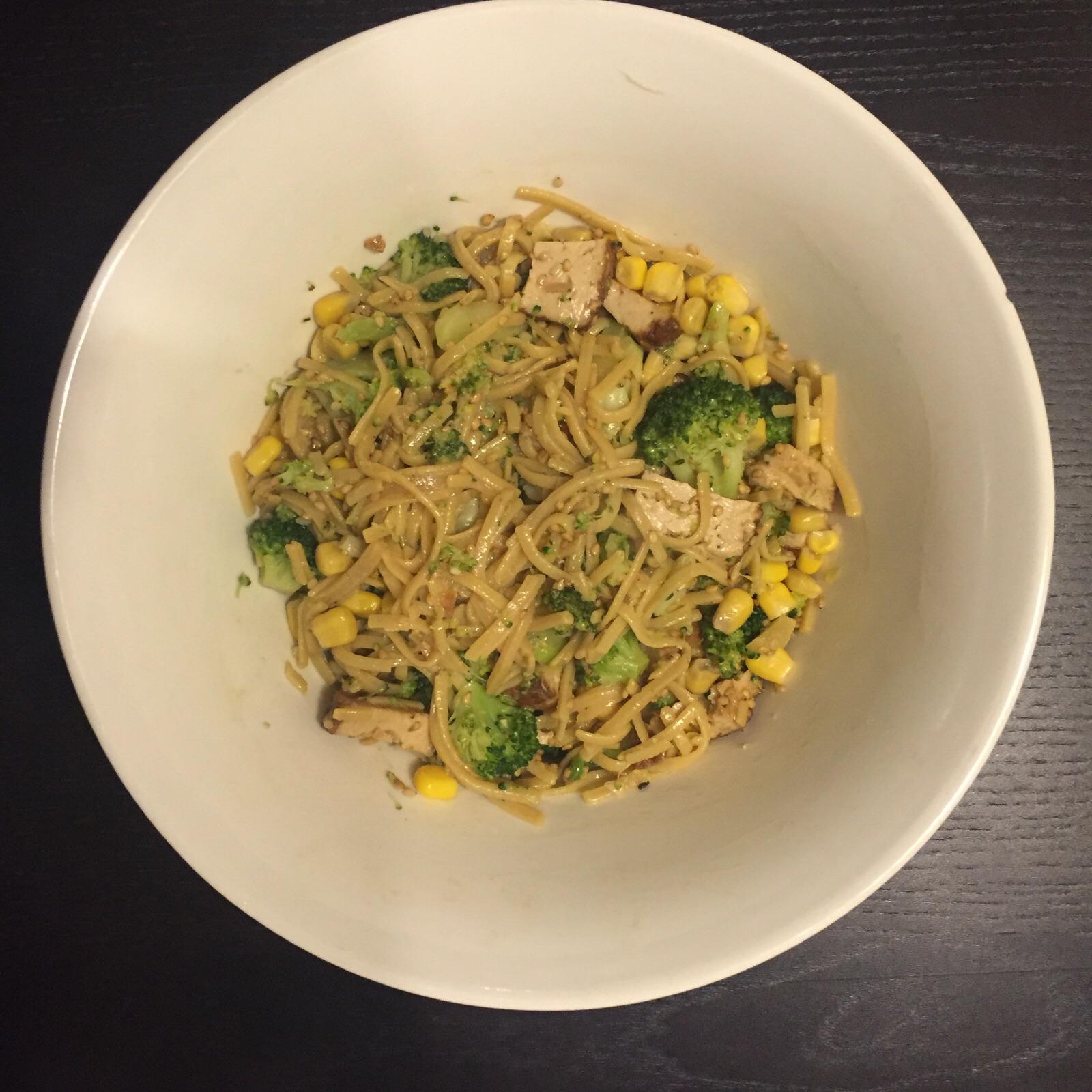 Noedels met Tofu, Broccoli en Sesamzaadjes