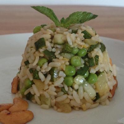 Groene rijstsalade met mango en munt