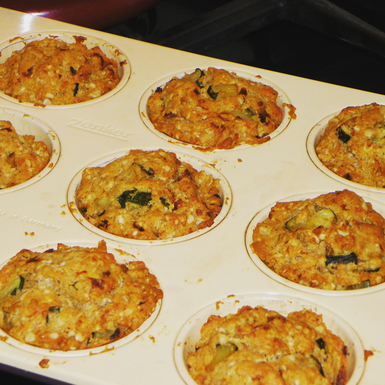 Hartige muffins met courgette en tomaat