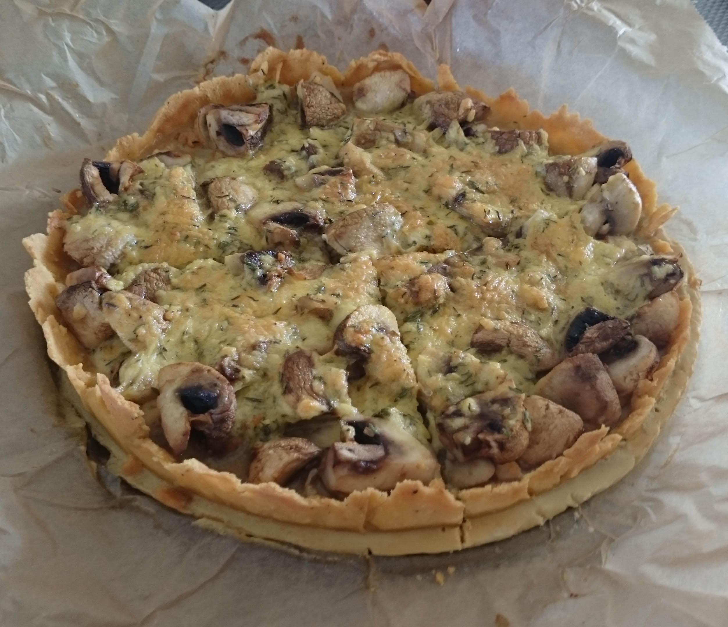 Hartige taart met Champignons en Gerookte Kip