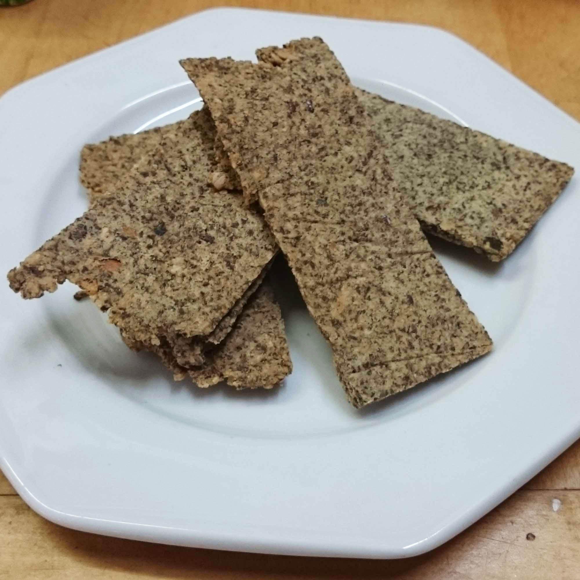 Zelfgemaakte crackers van pitten en lijnzaad