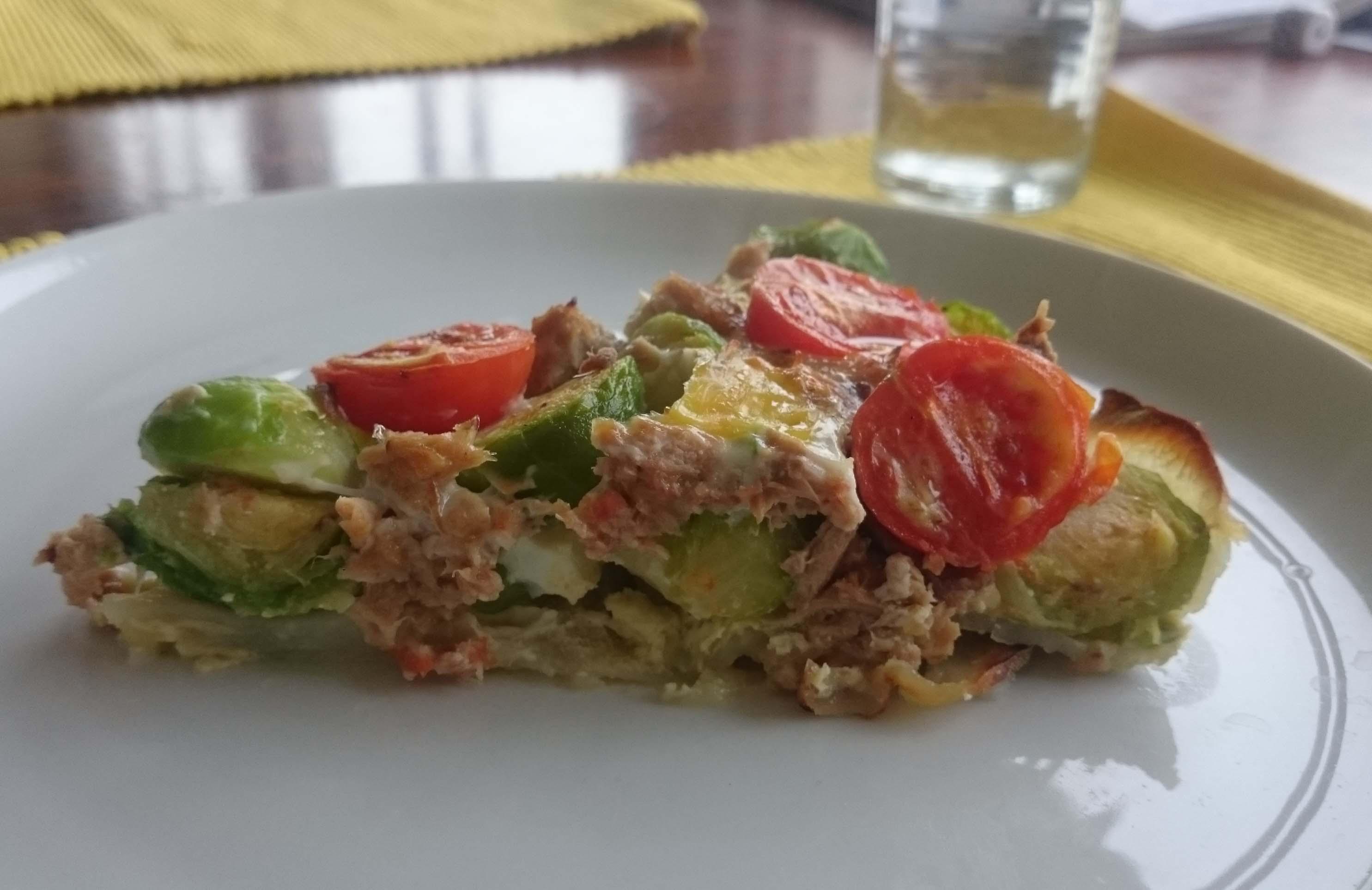 Hartige taart met spruitjes, tonijn en ansjovis