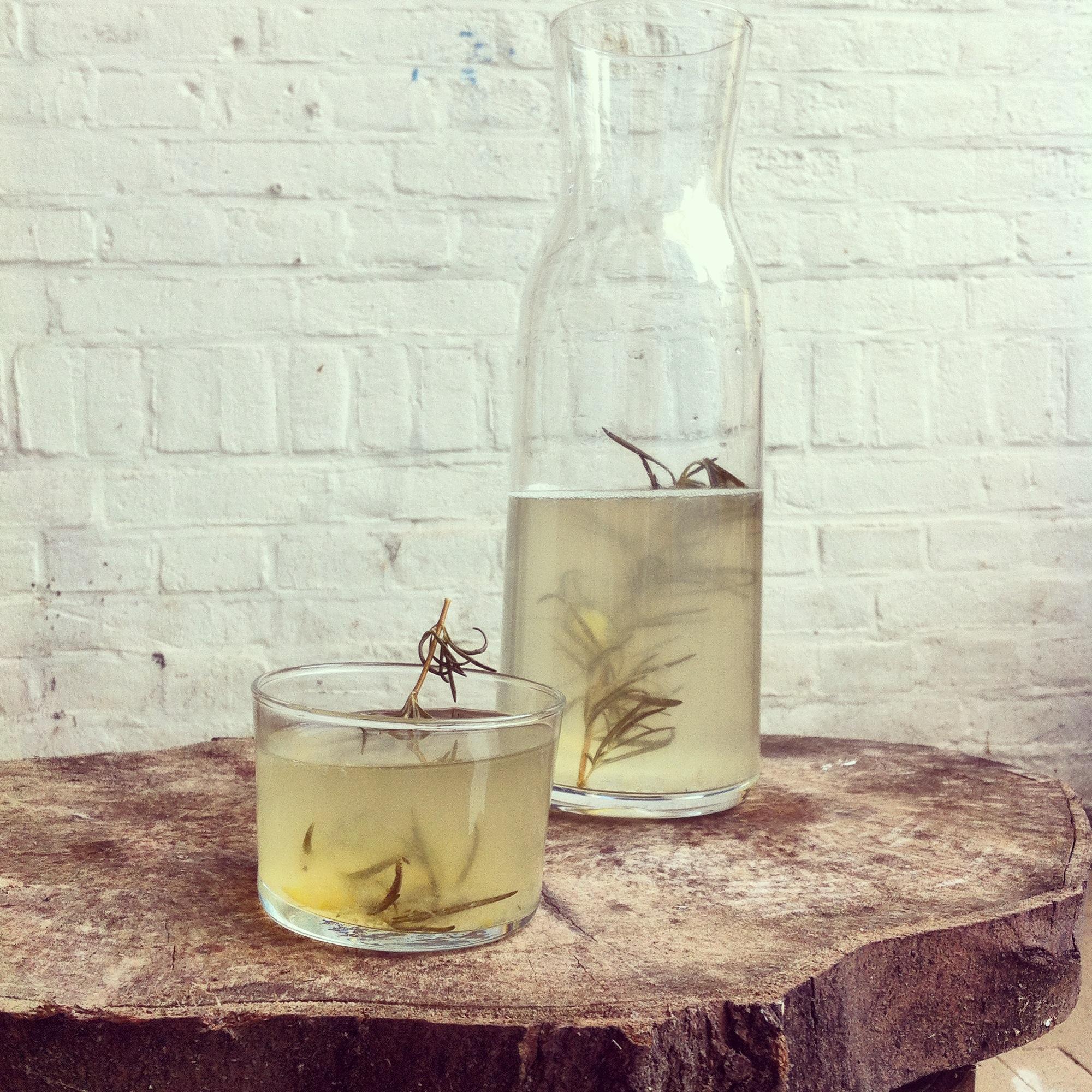 limonade met rozemarijn