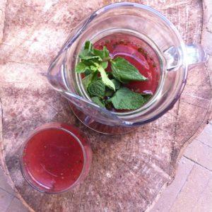 limonade van aardbei, framboos en munt