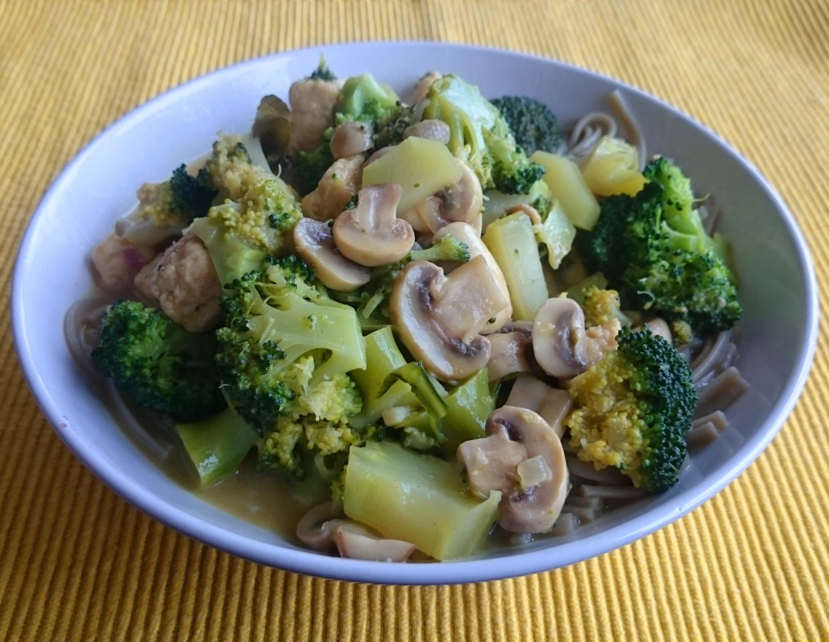 Glutenvrije noedels met Quorn, Broccoli en Currypasta