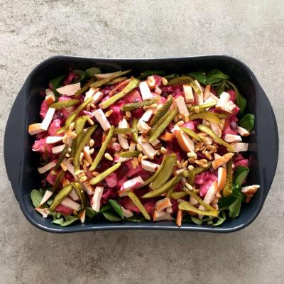 Feestelijke Aardappelsalade met Biet, Gerookte kip en Augurk